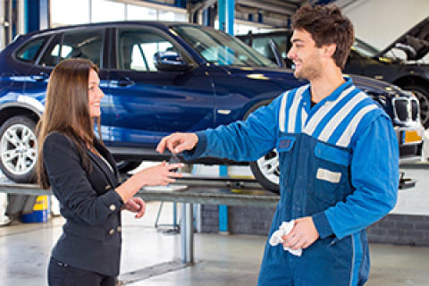 Progressive Ford - Service technician handing over keys to customer